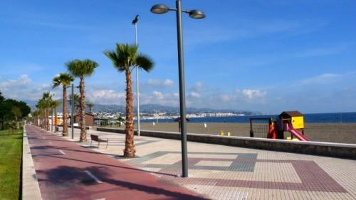Netter Fahrradweg in Torre del Mar. Im Hintergrund zu sehen: Nerja ...nicht!