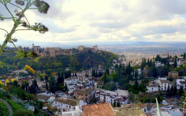 Blick auf die Alhambra (links) und Granada