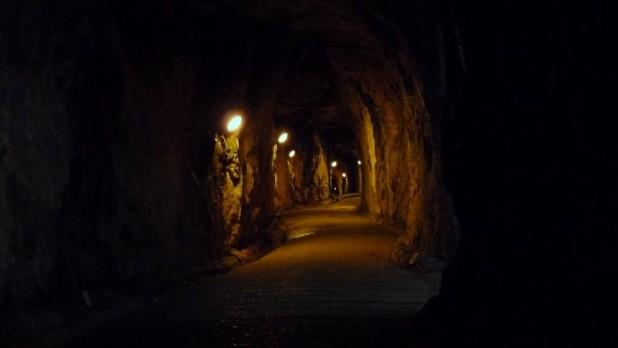 Bergab in den Great-Siege-Tunneln