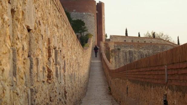 Auf der Stadtmauer von Girona