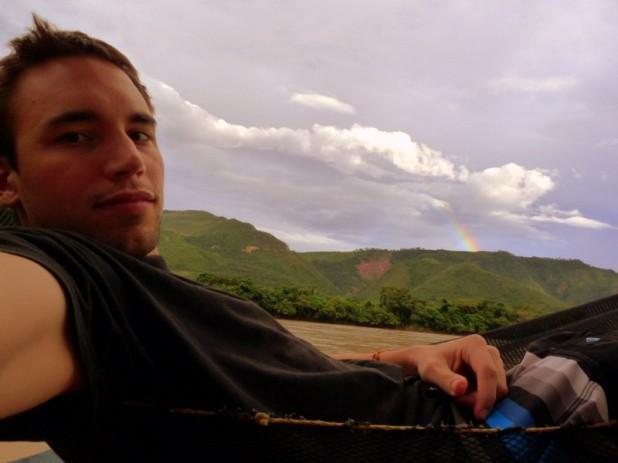 Auf der Flussüberquerung (man bemerke den Regenbogen)