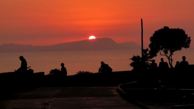 Sonnenuntergang am Parque Raimondi
