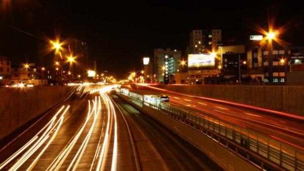 Vía Expresa (Stadtautobahn) bei Nacht