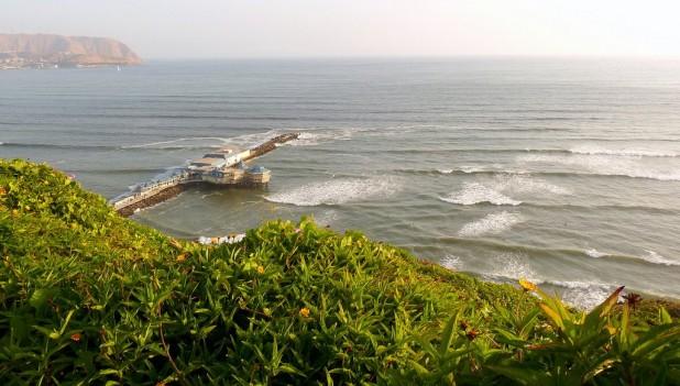 Playa Waikiki, wo ich immer surfen war, mit dem Restaurant La Náutica