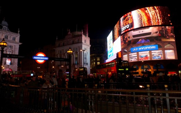 Piccadilly Square bei Nacht