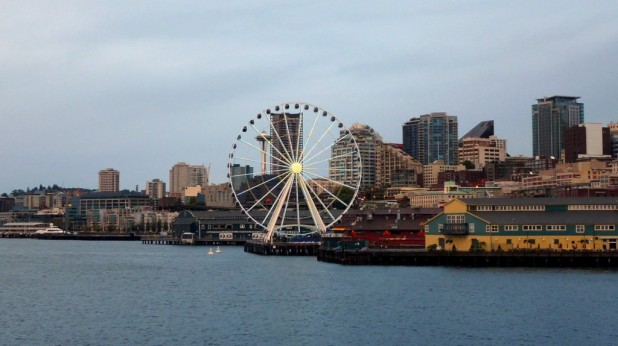 Seattle mit Riesenrad und Space Needle
